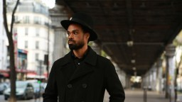 Bilal - Slipping Away (Official Music Video)