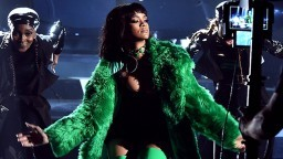 Rihanna Performs BITCH BETTER HAVE MY MONEY (iHeartRadio Music Awards 2015)