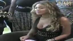 Beyonce sings Halo live