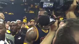 WATCH:Lebron James REACT To DISRESPECTFUL WARRIOR FAN Calling him a PUSSY!