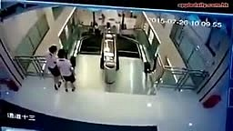 TRAGIC Accident in China! Woman killed on escalator, but managed to SAVE Her Child!