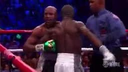 Floyd Mayweather taunts #Andre Berto's girlfriend while fighting lol