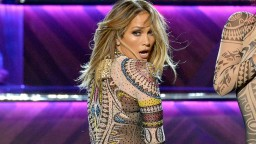 AMAS 2015: Nicki Minaj SHADES J Lo During Her Opening Performance to Anaconda