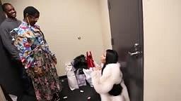 Nicki Minaj Falls To Knees When Meeting Lauryn Hill