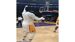 #NipseyHussle and #JuliusRandle have a 3-point shootout during half time