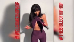 Kim Kardashian DRESSES UP AS THE LATE SINGERS AALIYAH & SELENA HALLOWEEN 2017