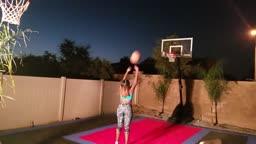 #RELATIONSHIPGOALS Mom vs Dad Husband vs Wife in Basketball SHOOTING CONTEST 1 v 1