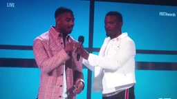 Jamie Foxx brings Michael B. Jordan up to deliver the best line in BlackPanther MichaelBJordan JamieFoxx BETAwards