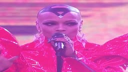 @Sharaya J takes a risk performing a stripped down version of Biggie's JUICY