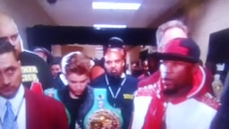 Justin Bieber Walks Out To Ring With Floyd Mayweather