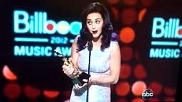 BBMA Billboard Music Awards 2012, Katy Perry Copies Pink Per