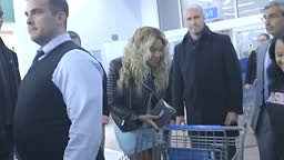 Beyonce surprises Fans with 50 dollar gift cards at Walmart