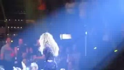 Male Fan Faints When Beyonce Touches His Hand At Concert
