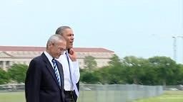 (Raw Video) President Barack Obama Takes a Surprise Walk